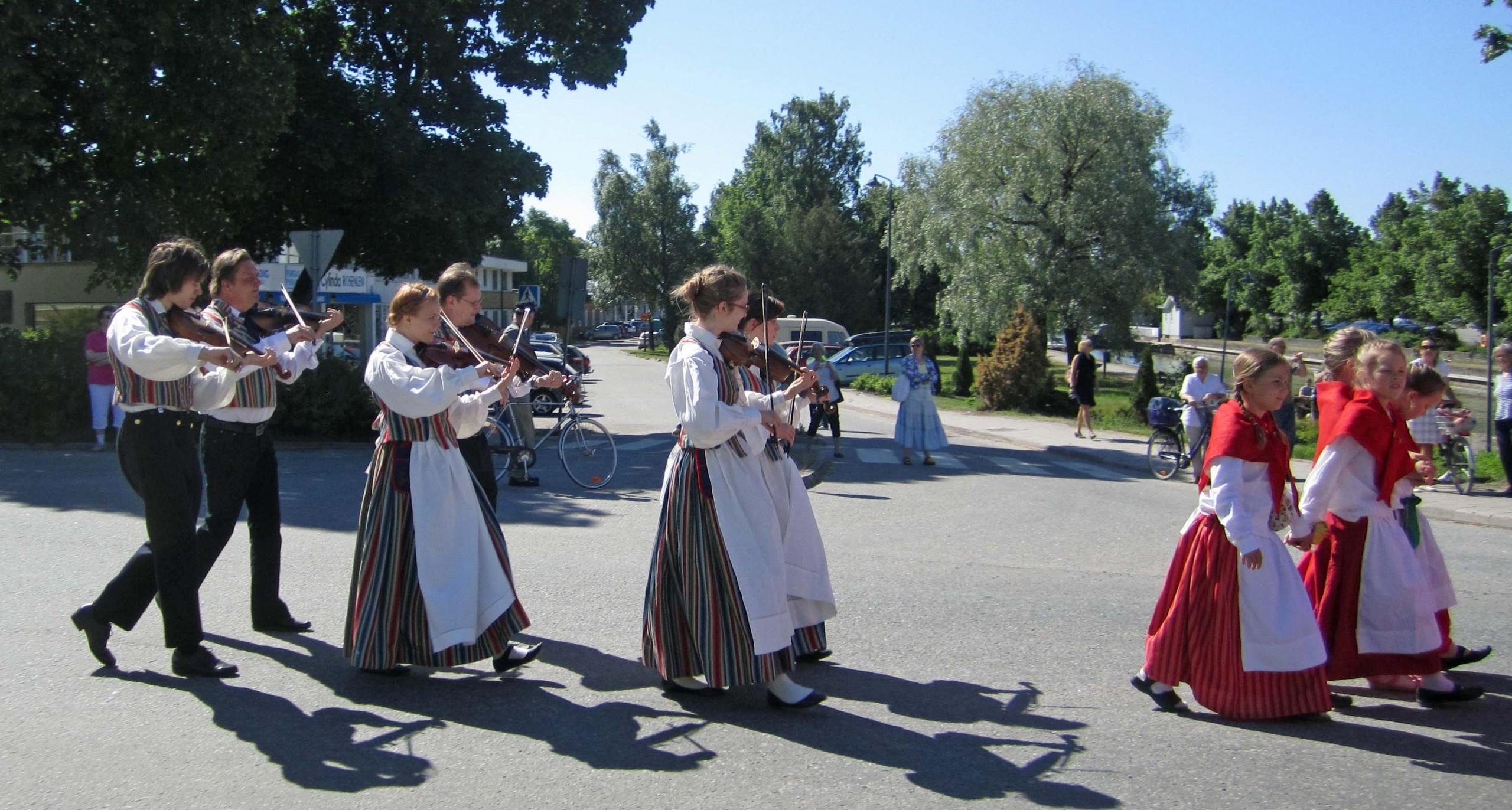 Spelmän i dansare i Pargas